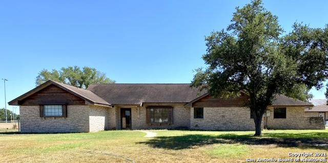 823 N Nelson, Falls City, TX 78113 (MLS #1562436) :: Alexis Weigand Real Estate Group