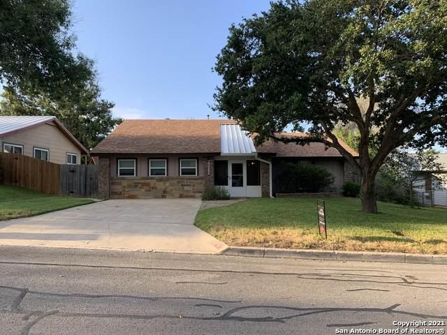 7717 Leafy Hollow Ct, Live Oak, TX 78233 (MLS #1562917) :: Beth Ann Falcon Real Estate