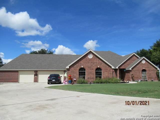 102 Escondido, Seguin, TX 78155 (MLS #1563313) :: Beth Ann Falcon Real Estate