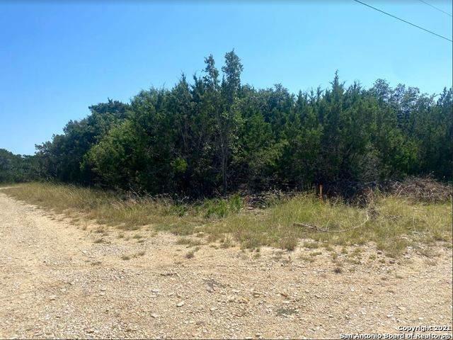 407 Camp Verde Rd, Bandera, TX 78003 (MLS #1563814) :: Phyllis Browning Company