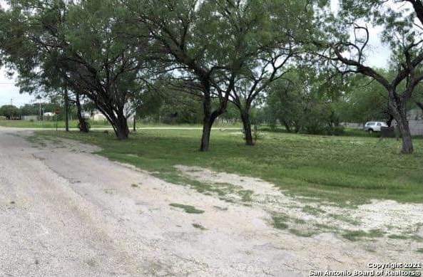 2406 Campbell Ave, Jourdanton, TX 78026 (MLS #1563884) :: ForSaleSanAntonioHomes.com