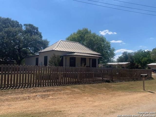 802 Hickory St, Jourdanton, TX 78026 (MLS #1563893) :: Beth Ann Falcon Real Estate