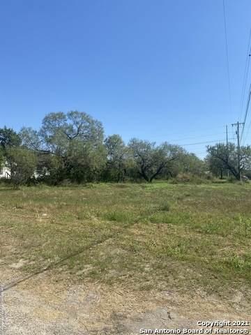 1202 Walnut St, Jourdanton, TX 78026 (MLS #1564024) :: ForSaleSanAntonioHomes.com