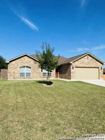 121 Ridgecrest, Floresville, TX 78114 (MLS #1564098) :: The Lopez Group