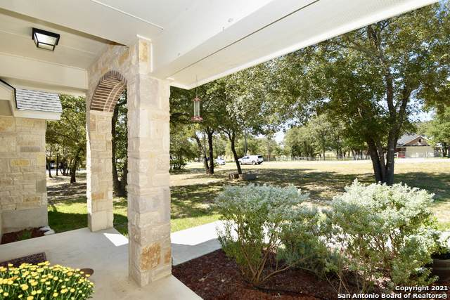 160 Great Oaks Blvd, La Vernia, TX 78121 (MLS #1564234) :: Alexis Weigand Real Estate Group