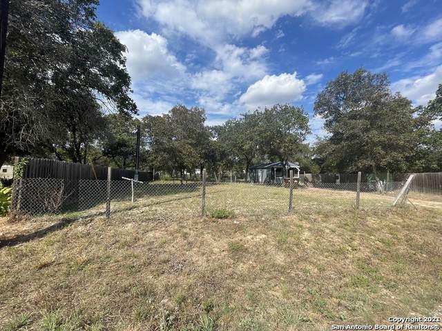 4906 Lost Hills Dr, Elmendorf, TX 78112 (MLS #1564761) :: ForSaleSanAntonioHomes.com