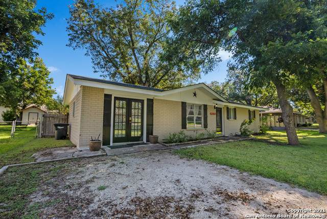 2151 Gruene Rd, New Braunfels, TX 78130 (MLS #1564856) :: JP & Associates Realtors
