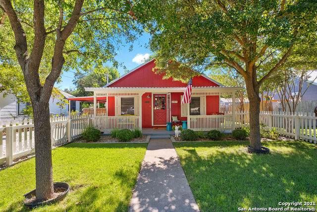 207 W San Antonio Ave, Boerne, TX 78006 (MLS #1564857) :: 2Halls Property Team | Berkshire Hathaway HomeServices PenFed Realty