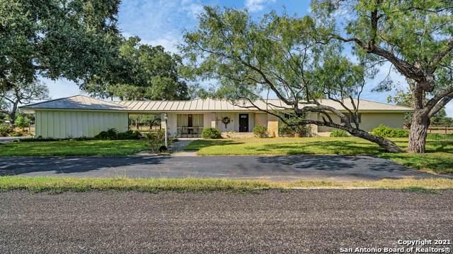 1106 E 2nd St, Nixon, TX 78140 (MLS #1564918) :: Beth Ann Falcon Real Estate