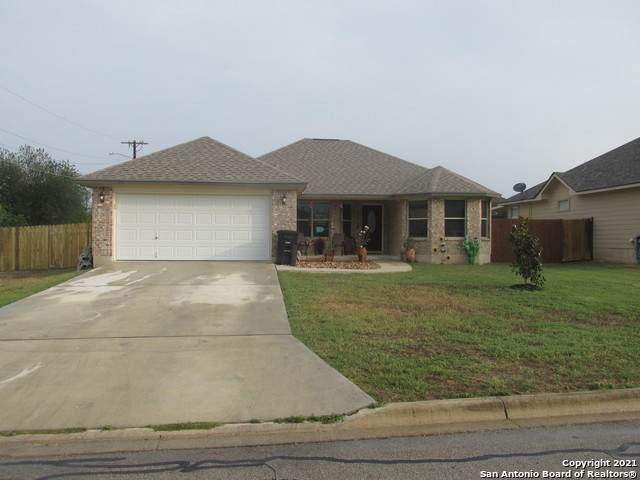 102 E 16TH ST, Hondo, TX 78861 (MLS #1565196) :: Phyllis Browning Company