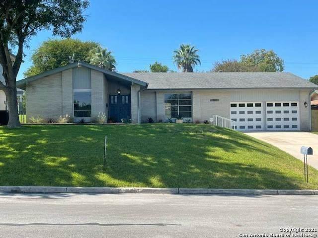 310 Greycliff Dr, Live Oak, TX 78233 (MLS #1565337) :: Real Estate by Design