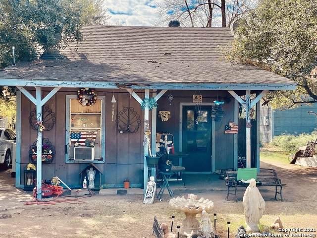 806 Crockett St, Pleasanton, TX 78064 (#1565452) :: The Perry Henderson Group at Berkshire Hathaway Texas Realty
