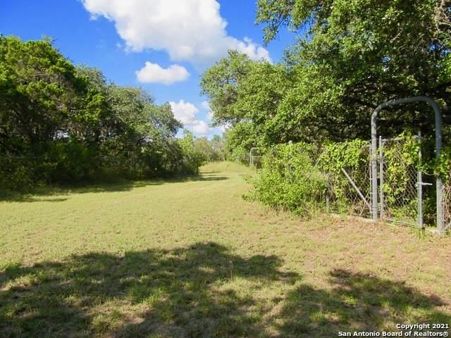 11263 Paloma Dr, Helotes, TX 78023 (MLS #1565687) :: Carolina Garcia Real Estate Group