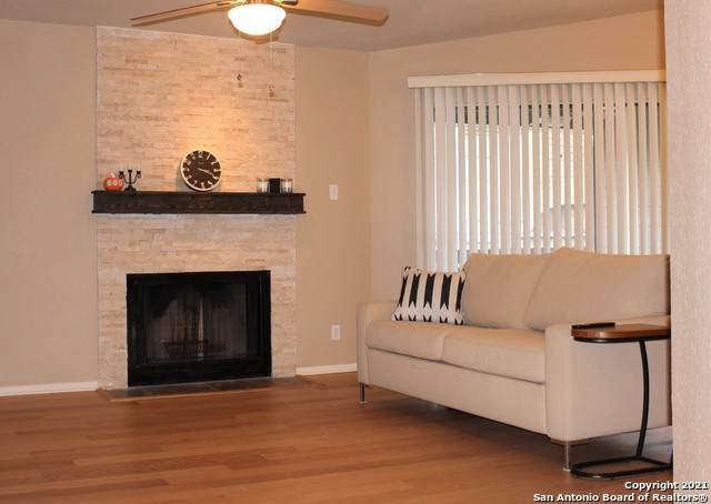 11520 Huebner Rd #403, San Antonio, TX 78230 (MLS #1565970) :: The Gradiz Group