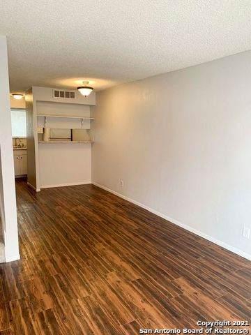 3243 Nacogdoches Rd #104, San Antonio, TX 78217 (MLS #1566004) :: The Gradiz Group