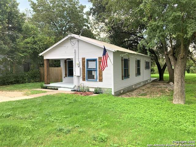 705 E Mountain St, Seguin, TX 78155 (MLS #1566076) :: The Lugo Group