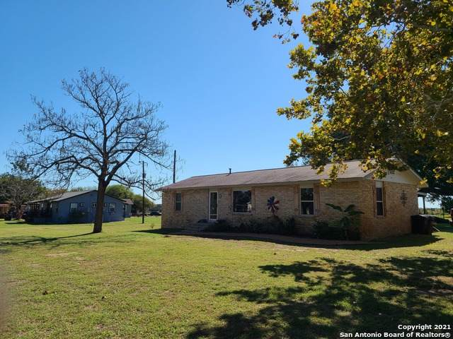 680 Oriente Dr, Pleasanton, TX 78064 (#1566326) :: The Perry Henderson Group at Berkshire Hathaway Texas Realty