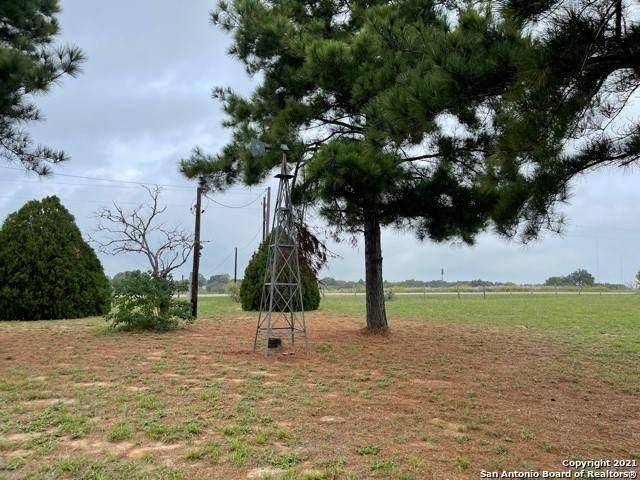 803 Encino Cir, Floresville, TX 78114 (MLS #1566410) :: Green Residential
