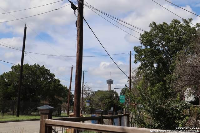715 Paso Hondo, San Antonio, TX 78202 (#1566703) :: The Perry Henderson Group at Berkshire Hathaway Texas Realty