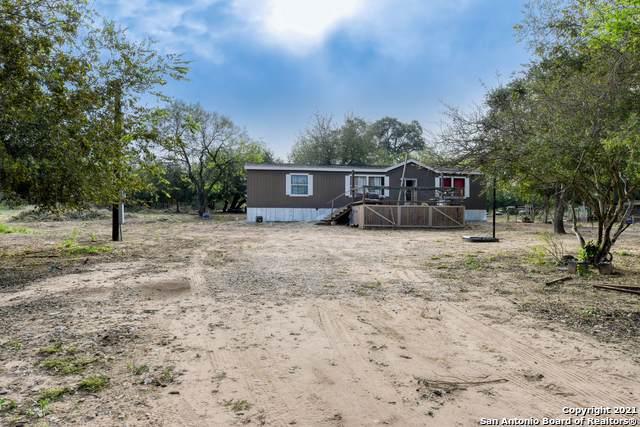 1014 Mariana Rd, Floresville, TX 78114 (MLS #1566904) :: Vivid Realty