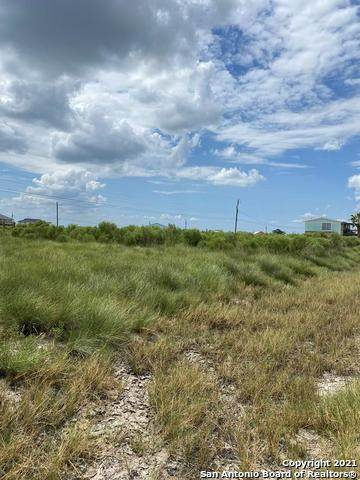 127 W Pin Oak Ln, Rockport, TX 78382 (#1567014) :: The Perry Henderson Group at Berkshire Hathaway Texas Realty