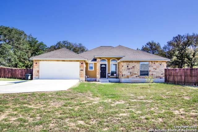 120 Great Oaks Blvd, La Vernia, TX 78121 (MLS #1567015) :: The Gradiz Group