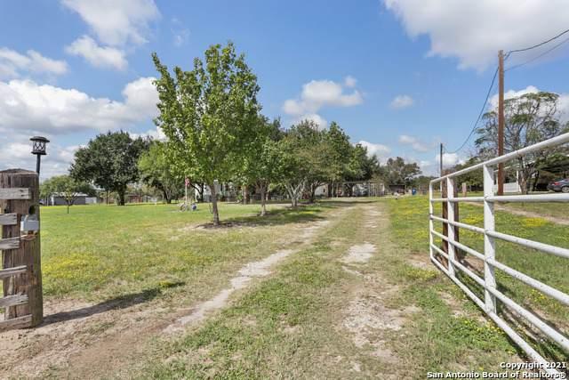 109 Oak Valley Dr, La Vernia, TX 78121 (MLS #1567423) :: The Real Estate Jesus Team
