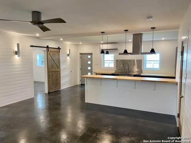 912 W Adams Ave, Port O'Connor, TX 77982 (MLS #1567513) :: The Real Estate Jesus Team