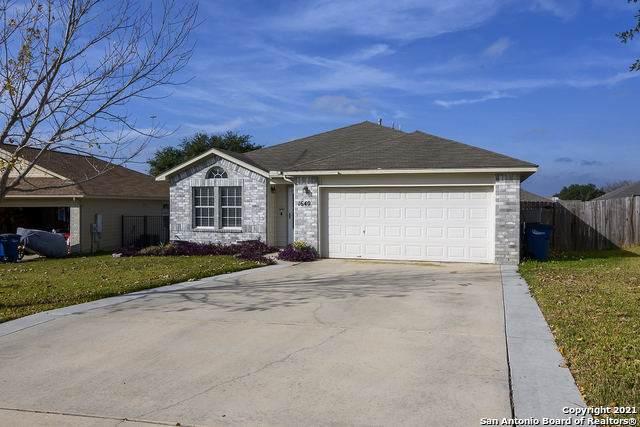1640 Sunnycrest Cir, New Braunfels, TX 78130 (MLS #1567714) :: Carter Fine Homes - Keller Williams Heritage