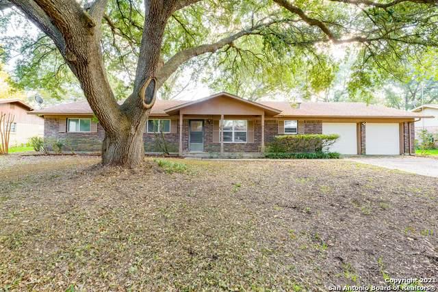 1721 Westview, Seguin, TX 78155 (#1567831) :: Zina & Co. Real Estate