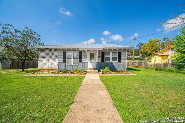 407 Hackberry St, Bandera, TX 78803 (MLS #1567923) :: 2Halls Property Team | Berkshire Hathaway HomeServices PenFed Realty
