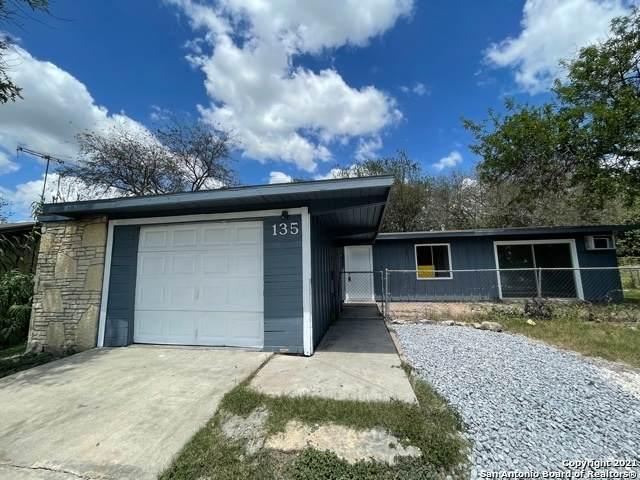 135 Ranch Valley Dr, San Antonio, TX 78227 (MLS #1567928) :: The Castillo Group