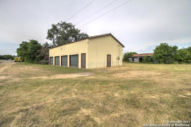 105 Fm Rd 462, Moore, TX 78057 (MLS #1240393) :: The Castillo Group