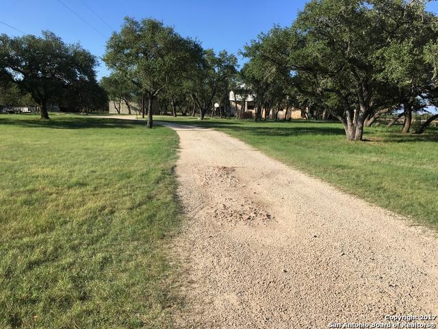 1375 River Trail Rd, Pipe Creek, TX 78063 (MLS #1264109) :: ForSaleSanAntonioHomes.com