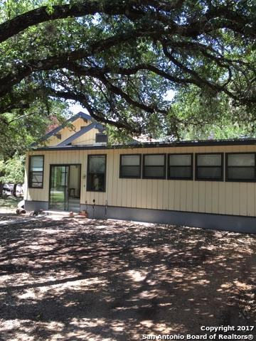 541 Robindale W, Bandera, TX 78003 (MLS #1266185) :: Magnolia Realty