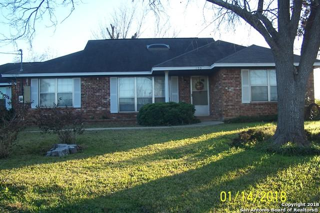 105 E Colungo St, Dilley, TX 78017 (MLS #1287141) :: NewHomePrograms.com LLC
