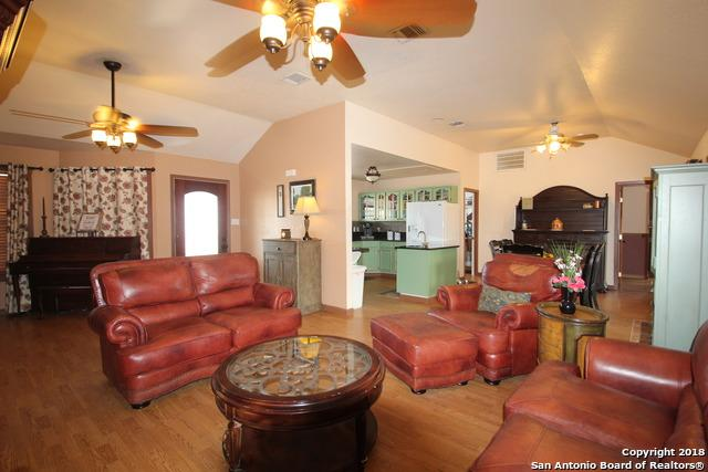 177 Lakeview Circle, La Vernia, TX 78121 (MLS #1290154) :: Exquisite Properties, LLC