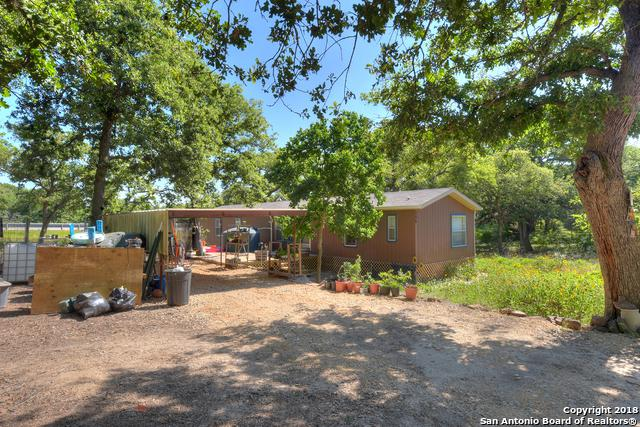 106 Leaning Oaks Circle, Seguin, TX 78155 (MLS #1306116) :: Alexis Weigand Real Estate Group