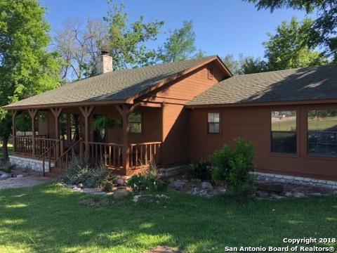 135 Woodland Blvd, Boerne, TX 78006 (MLS #1310603) :: The Suzanne Kuntz Real Estate Team