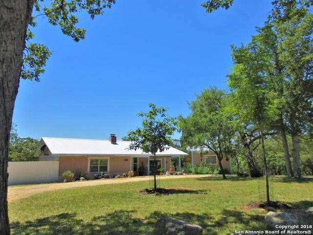 947 Mountain View Pl, Pipe Creek, TX 78063 (MLS #1311591) :: NewHomePrograms.com LLC