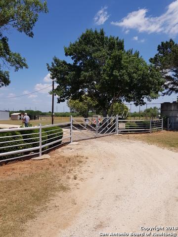13844 Old Corpus Christi Rd, Elmendorf, TX 78112 (MLS #1311966) :: Tom White Group