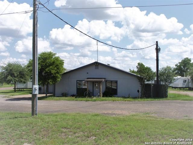 1009 W Heaton St, Cuero, TX 77954 (MLS #1314704) :: Alexis Weigand Real Estate Group