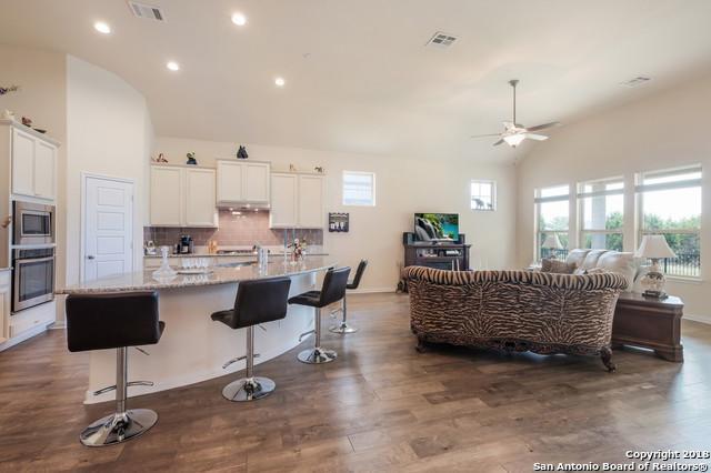 108 N Escondido, Boerne, TX 78006 (MLS #1328448) :: Alexis Weigand Real Estate Group