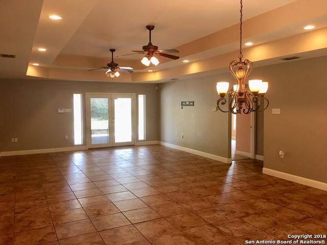 907 Belaire St, Floresville, TX 78114 (MLS #1345521) :: Exquisite Properties, LLC