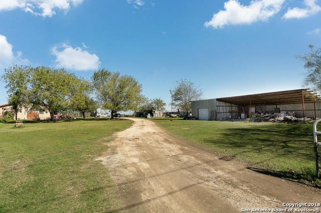 4271 S Flores Rd, Elmendorf, TX 78112 (MLS #1350587) :: The Mullen Group | RE/MAX Access