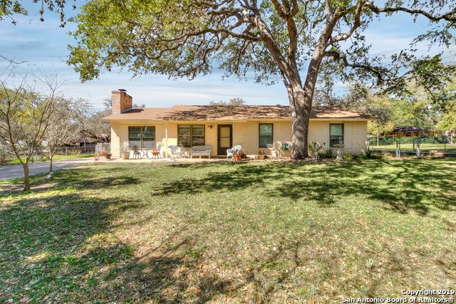 522 Williamsburg Rd, Devine, TX 78016 (MLS #1366088) :: Magnolia Realty