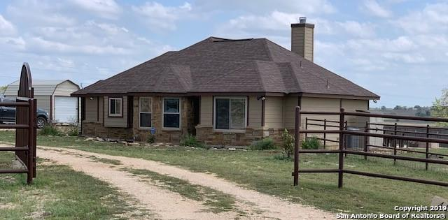 401 Clover Ln, La Vernia, TX 78121 (MLS #1369745) :: Alexis Weigand Real Estate Group