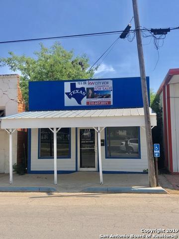 113 S Commerce St, Dilley, TX 78017 (MLS #1370801) :: ForSaleSanAntonioHomes.com