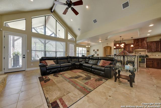 128 S Abrego Crossing, Floresville, TX 78114 (MLS #1372931) :: Erin Caraway Group