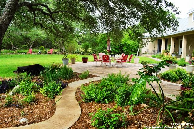 23180 Hanging Oak, San Antonio, TX 78266 (MLS #1378074) :: Tom White Group